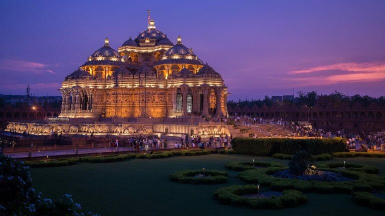 Akshardham temple timings can provide great twilight shots