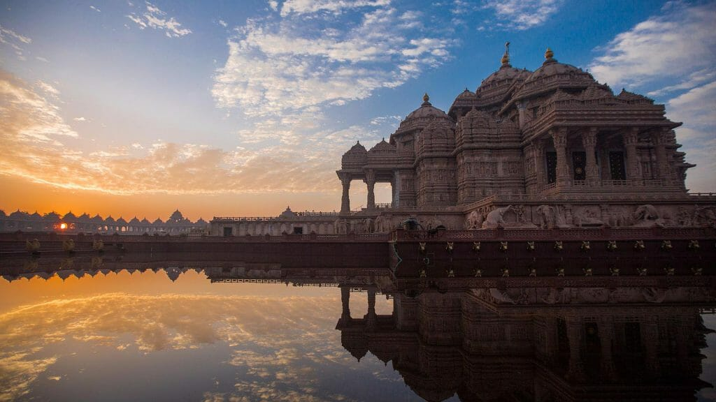 Akshardham Temple Delhi at sunset with the sky reflected in the water