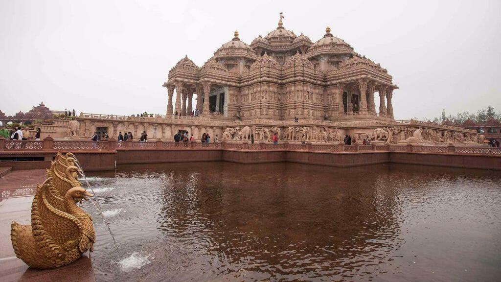 A shot of Akshardham Temple Delhi sitting above the Sarovar