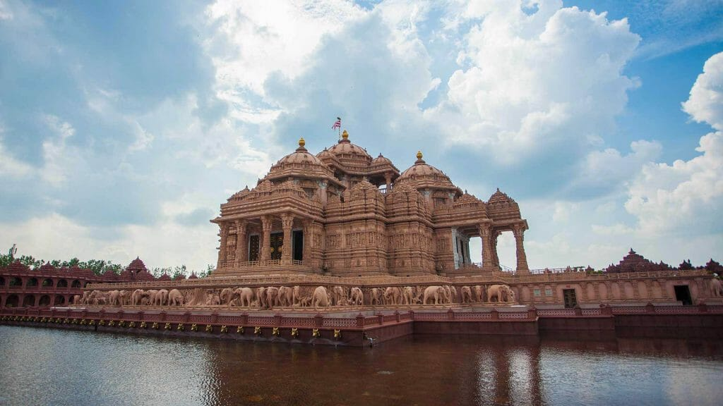 Akshardham Mandir with beautiful clouds in the sky